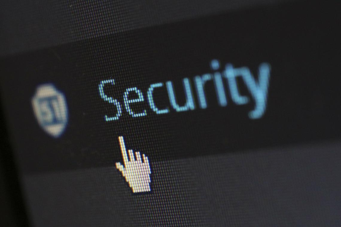 security 265130 1920 - ¿Cómo puedes  comprar seguro en Internet?