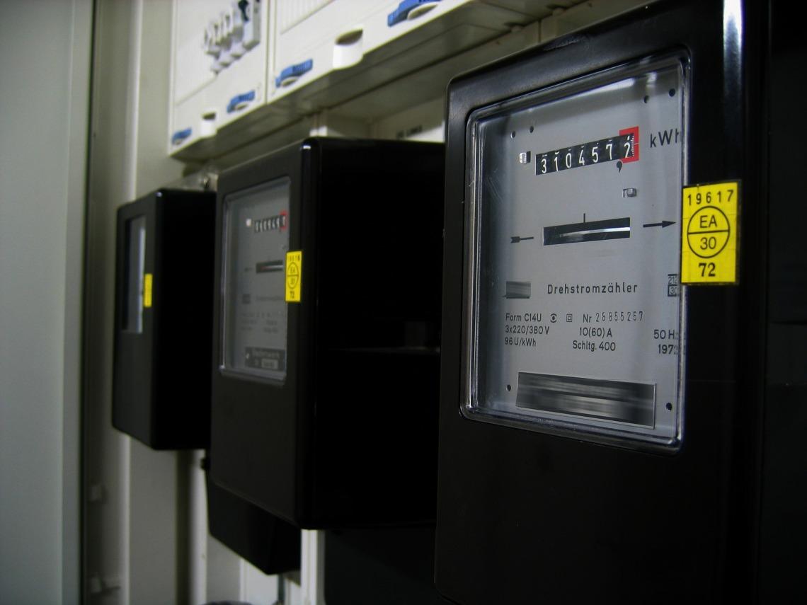 electricity meter 96863 1920 - Como Ahorrar en tu factura de la luz 2021