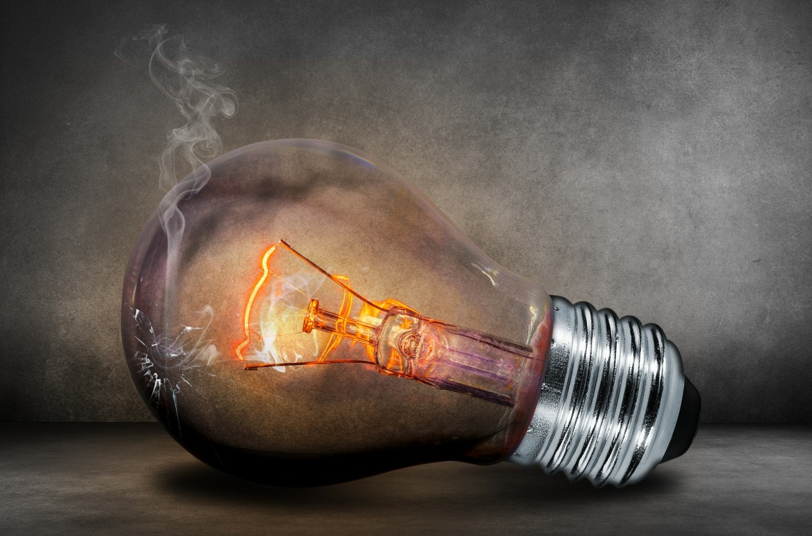light bulb 503881 1920 - Como Ahorrar en tu factura de la luz 2021
